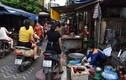 Kẻ vạch giãn cách tại chợ Tân Mai: Có cũng như không?