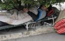 Thương người nghèo co ro trong giá rét ở bệnh viện