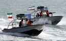 """Xuồng cao tốc Iran mang vũ khí gì mà tự tin """"cà khịa"""" tàu chiến Mỹ?"""