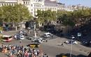 """Người đi bộ """"chạy như lở tuyết"""" trong vụ đâm xe ở Barcelona"""