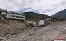 Cảnh nhà đổ, cầu sập vì mưa lũ nghiêm trọng ở Trung Quốc