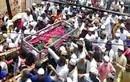 Hàng nghìn người chen chúc trong đám tang ở Ấn Độ giữa đại dịch