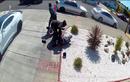 Cụ ông gốc Á 80 tuổi bị hành hung, cướp tài sản giữa phố