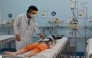 Nguy hiểm khi trẻ sốt xuất huyết nhưng cha mẹ tưởng mắc Covid-19