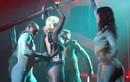 Britney Spears rách toạc váy vì nhảy quá sung trên sân khấu