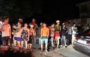 Ảnh: Dân thức đêm chờ xem mặt nghi phạm thảm sát ở Quảng Ninh