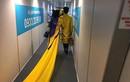 MC Thanh Bạch và vợ đại gia làm lố gây sốc ở sân bay