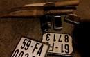 """Chở dao, biển số xe máy dạo phố bị 141 """"hỏi thăm"""""""