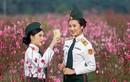 Vườn đào Nhật Tân đông nghịt khách chụp ảnh Tết