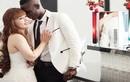 Tâm sự đẫm lệ cô dâu Việt lấy cầu thủ da màu