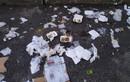 Nhóm trẻ xả rác sau bữa liên hoan trên cầu Long Biên gây nóng mắt