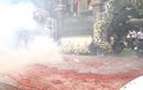 Video: Đám cưới đốt pháo tưng bừng mặc lệnh cấm gây xôn xao dân mạng