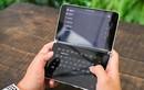 """Cận cảnh """"laptop"""" thông minh Microsoft kích thước bằng iPhone 11 Pro Max"""