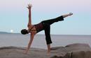 Chị em tập ngay tư thế yoga này để ngừa loãng xương