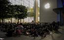 Cảnh màn trời chiếu đất của người Việt xếp hàng mua iPhone