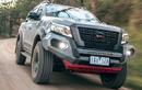 """Nissan Navara Pro-4X Warrior 2021 có gì để """"đấu"""" Ford Ranger Raptor"""