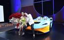 """Vợ chồng Minh Nhựa """"show hàng"""" bên siêu xe McLaren Elva trăm tỷ"""