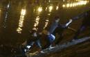 """Thanh niên """"ngáo đá"""" nhảy xuống sông 141 HN buộc phải nổ súng"""