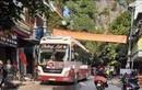 Video: Kinh hoàng xe khách đổ đèo đâm chết người phụ nữ