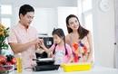 Con gái Ngọc Diễm trổ tài bếp núc với MC Phan Anh