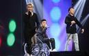 Yanbi bị gãy xương đùi, ngồi xe lăn đi thi The X-Factor