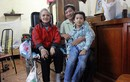 Người đàn ông từ chối tình mới, 20 năm chăm vợ bị liệt ở Hà Nội