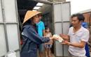 Thủy Tiên hỗ trợ bà con miền Trung tiền lợp mái nhà