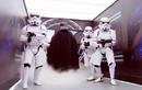 Kinh hãi người ngoài hành tinh xâm chiếm nhà vệ sinh công cộng