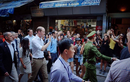 Hoàng tử Anh ngồi cafe vỉa hè, tản bộ phố cổ Hà Nội