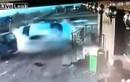 Xe điên gặp tai nạn suýt nuốt chửng người đi bộ
