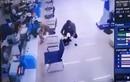 Video: Kẻ cướp ngân hàng ở Hà Nội vừa cầm lựu đạn vừa nhặt tiền