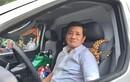Ông Đoàn Ngọc Hải tự cầm lái chở bệnh nhân nghèo về quê miễn phí