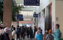 Bến xe nhộn nhịp dòng người về quê đón Tết Dương lịch năm 2021
