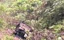 Taxi lao vực sâu hơn 100 mét khiến 4 người thương vong