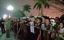 """Video: Hàng nghìn người """"trèo rào"""", xô đẩy vào đền Trần dâng lễ xin ấn"""