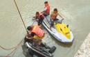 Thanh Hóa: Taxi mất lái lao xuống sông, người tử vong, người mất tích