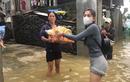Lũ lụt miền Trung: Nước lũ trôi đi, tình người ở lại!
