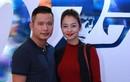 Vợ chồng Jennifer Phạm tình tứ đi xem phim điệp viên 007