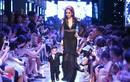 Con trai Diễm Hương lần đầu diễn thời trang cùng mẹ
