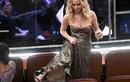 Oscar 2018: Thót tim cảnh Jennifer Lawrence vén váy trèo ghế