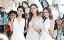 Lương Thùy Linh và hai á hậu khoe nhan sắc ngời ngời ở sân bay