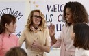 Bà Obama, diễn viên Julia Robert, Ngô Thanh Vân xúc động trong buổi gặp gỡ ở Long An