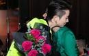Hoàng Thùy Linh ôm Gil Lê cực tình trong tiệc tất niên