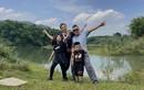 Jennifer Phạm cùng chồng và hai con đi chơi nông trại