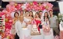 Quỳnh Nga - Việt Anh kè kè bên nhau trong tiệc mừng sinh nhật