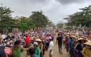 Dân đeo vàng nhận cứu trợ từ Thủy Tiên, lãnh đạo huyện nói gì?