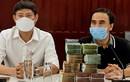 Quyền Linh đi xe máy đến bệnh viện ủng hộ 2 tỷ chống COVID-19