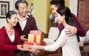 Cách chọn quà Tết mới lạ, thiết thực biếu bố mẹ hai bên