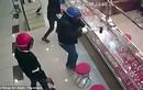 Băng cướp táo tợn dùng búa tạ cướp nữ trang