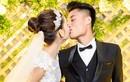 """Mạc Hồng Quân liên tục """"khóa môi"""" Kỳ Hân trong lễ cưới"""